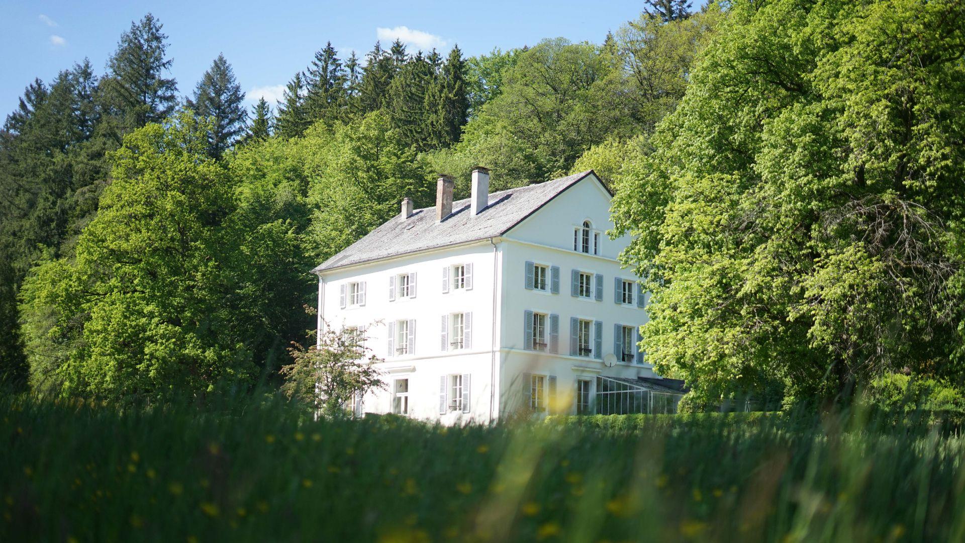 Auf dem Bild sieht man ein Haus von der Eventlocation Ettental im Saarland