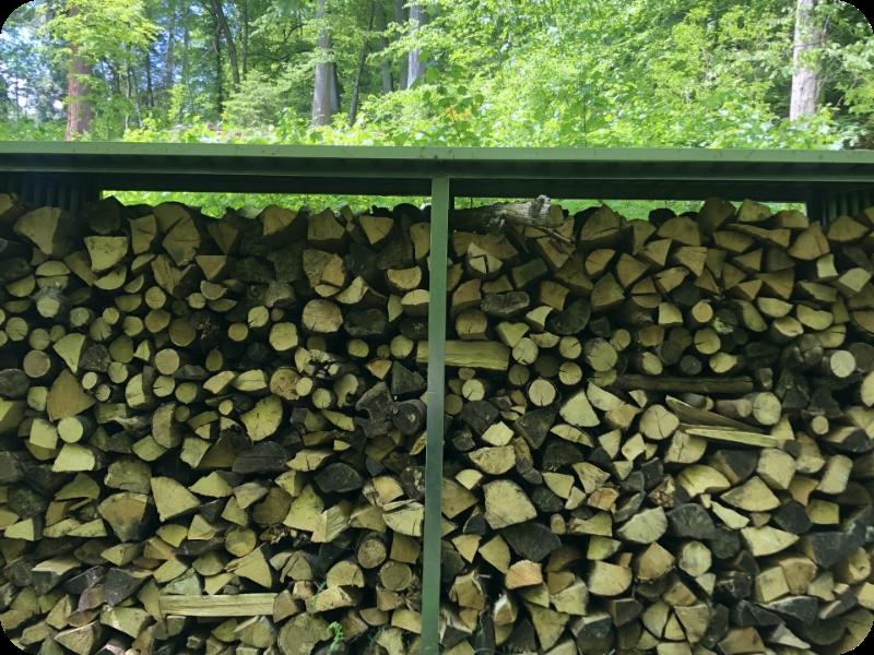 Auf dem Bild sieht man Holz